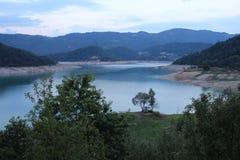 Lago Zaovine na montanha de Tara foto de stock royalty free
