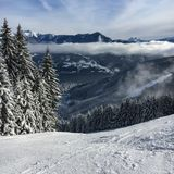 Lago Zell all'area austriaca Schmitten dello sci nelle alpi tirolesi Fotografia Stock