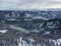 Lago Zell all'area austriaca Schmitten dello sci nelle alpi tirolesi Immagini Stock
