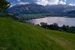 Lago Zeller con las montan@as y las nubes Fotos de archivo libres de regalías