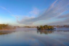Lago zen con nebbia Fotografia Stock Libera da Diritti