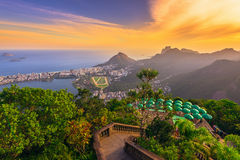 从Lagoa罗德里戈de弗雷塔斯, Ipanema和Leblon Corcovado的日落视图在里约热内卢 库存图片