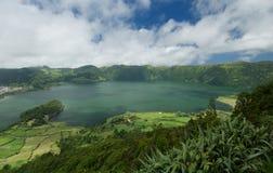 Lagoa Azul Lake nell'isola di Miguel del sao in Azzorre, Portogallo Fotografia Stock