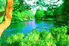 Lagoa azul mágica no jardim encantado fotografia de stock royalty free