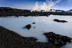 A lagoa azul, um lago geotérmica rico nos minerais, encontra-se na península de Reykjanescany na parte do sudoeste de Islândia fotos de stock