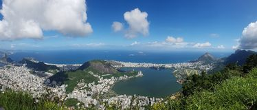Lagoa Botafogo strand, bergiga landforms, himmel, berg, natur royaltyfri fotografi