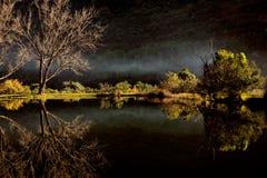 Lagoa cênico com névoa Fotografia de Stock Royalty Free