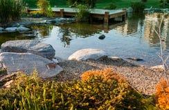 Lagoa com arredores decorativos Fotografia de Stock Royalty Free