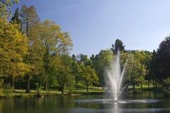 Lagoa com a fonte em Alemanha imagens de stock royalty free
