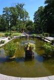Lagoa com a fonte perto do palácio de Wilanow Fotografia de Stock Royalty Free