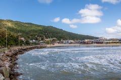 Lagoa da康塞桑-弗洛里亚诺波利斯,圣卡塔琳娜州,巴西巴拉岛da Lagoa地区海滩  免版税库存照片