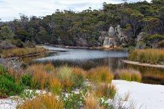 Lagoa da água salgada, baía dos fogos, Tasmânia, Austrália Imagens de Stock Royalty Free