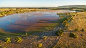 Lagoa da descoberta na opinião aérea do por do sol Ilha do canguru, A sul imagem de stock