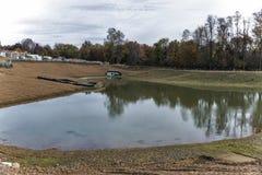 Lagoa da drenagem da água da chuva no canteiro de obras Fotografia de Stock