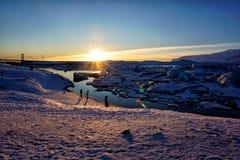 Lagoa da geleira de Jokulsarlon no inverno de Islândia imagens de stock