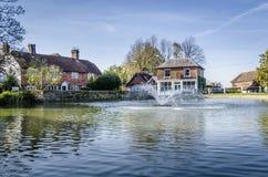 Lagoa da vila de Goudhurst imagem de stock royalty free