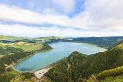 Lagoa das Furnas, lago volcánico del cráter Imagen de archivo libre de regalías