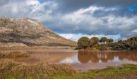 Lagoa de água do inverno no platô de Strouboulas Fotografia de Stock Royalty Free