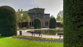 Lagoa de construção histórica do parque de Alemanha do jardim zoológico de Wilhema fotografia de stock royalty free