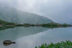Lagoa de Happo-ike em Happo-one em Hakuba, Nagano, fotografia de stock royalty free