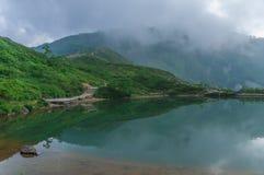 Lagoa de Happo-ike em Happo-one em Hakuba, Nagano, imagem de stock