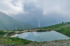 Lagoa de Happo-ike em Happo-one em Hakuba, Nagano, fotos de stock