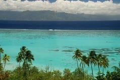 Lagoa de Moorea e ilha de Tahiti. Polinésia francesa Fotografia de Stock Royalty Free