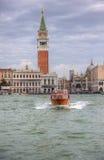 Lagoa de Veneza do cruzamento do táxi de Waater Imagem de Stock