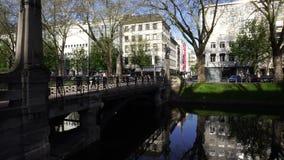 Lagoa do canal de Konigsallee, Dusseldorf filme