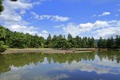 Lagoa do ike de Oizumi GA do templo de Motsu em Hiraizumi imagem de stock royalty free