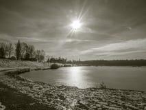 Lagoa do inverno com o sol no estilo do vintage Imagens de Stock Royalty Free