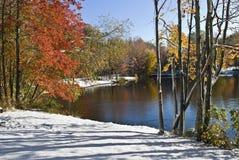 Lagoa do inverno do outono fotos de stock