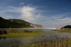 Lagoa e céu azul Fotos de Stock Royalty Free