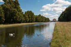Lagoa e cisne do palácio de Nymphenburg em Munich Baviera Alemanha Imagens de Stock