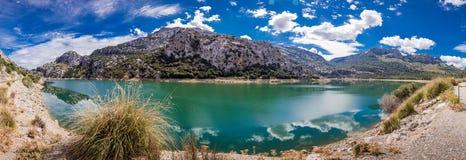 Lagoa e montanhas Imagens de Stock Royalty Free