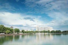Lagoa e quadrado de Ostankino em Moscou Fotos de Stock Royalty Free