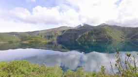Lagoa Equador de Cuicocha vídeos de arquivo