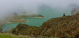 Lagoa faz Fogo, um lago vulcânico na ilha de Miguel do Sao Fotos de Stock