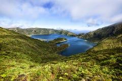 Lagoa font le lac de cratère de Fogo, sao Miguel, Açores Photographie stock