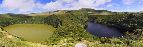 Lagoa Funda och Lagoa Comprida tvilling- sjöar på den Flores ön, Azores skärgård Arkivbilder