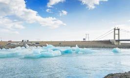 Lagoa glacial de Jokulsarlon/lago da geleira, Islândia Imagens de Stock