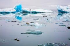 Lagoa glacial de Jokulsarlon na ilha imagens de stock