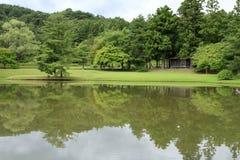 Lagoa Kanjizaio-em ruínas, Hiraizumi do ike de Maizuru GA imagens de stock