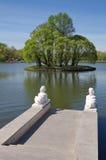 A lagoa no parque Tsaritsyno, Moscou, Rússia foto de stock royalty free