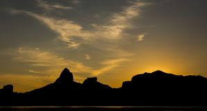 SUN SET BEHIND THE MOUNTS Royalty Free Stock Images