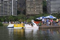 Lagoa sjön är den fritids- mitten för brasilianer och turister Fotografering för Bildbyråer