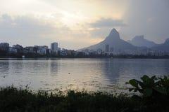 Lagoa sjön är den fritids- mitten för brasilianer och turister Arkivfoton