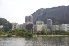 Lagoa sjön är den fritids- mitten för brasilianer och turister Royaltyfria Foton