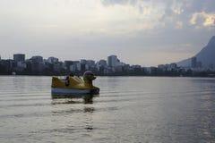 Lagoa sjön är den fritids- mitten för brasilianer och turister Arkivbild