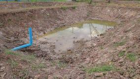 Lagoa sob a construção com solo secado imagem de stock royalty free